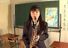 Giocoso studente pollastrella pompini la pipa nell'aula del collegio
