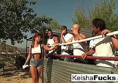 Keisha super sexy si prepara per la sua orgia