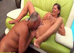 Sexy Secca Tedesco PigtailGranny ottiene Grezzo a Pecorina Cazzo Enorme scopata dal suo Marito