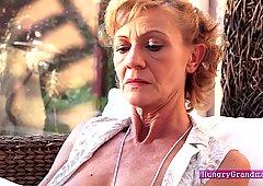 Nonna s pelosa figa ottiene un cazzo