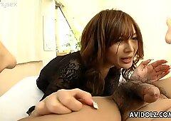 Karen Miyajima esegue abilità sessuali hot orale in un fantastico video Avidolz