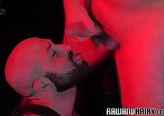 Muscly Orso Scopata in Culo Raw da Arrapato Chub