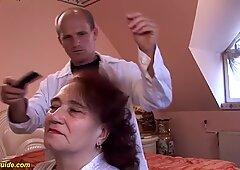 A Carne Mamma scopata dal suo parrucchiere