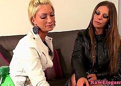 Euro lesbo glamour giocano con perline anali