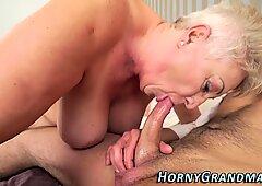 Tettona nonna bocca schizzi