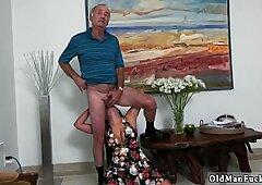 Vecchio nonno anale e adolescente xxx frannkie è uno studente frettoloso!