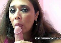 Pantera bodacious Alesia Piacere lecca palle e succhia verga