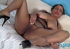 Esotico donna bella e grassa kira succhiare verga