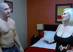 Agedlove Handy Guy sedotto da Tettona Tardona Signora