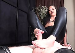 Jade indica Footjob Abuse