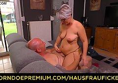 Hausfrau trombare - in carne tedesco nonna scopa suo marito durante il nastro amatoriale tardona
