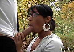 Scopata anale selvaggia nel bosco
