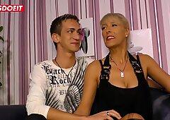 Letsdoeit - la splendida milf tedesca ha la sua prima cassetta porno con il figliastro arrapato