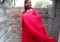 Sari india più caldo in uno stile sexy, atto di sari di colore rosso