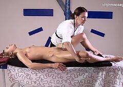Molto Pelosa Lesbica Bambina Rita Mochalkina ottiene il suo primo massaggio