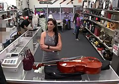 Hot bambina impegna il suo violoncello e ottiene la fottuta
