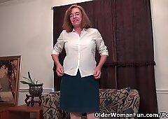 Americano Nonna Melody Garner Stuzzicare con la sua fica unshaven