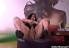 Latina BBW milfs Carmen and Laura have a nylon fetish