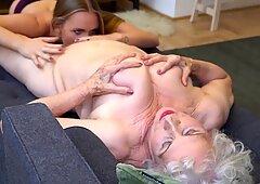 Ragazza seduce il vecchio nonna