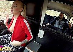 Taxi finto femminile Kayla Green riempita di sperma con le sue grandi tette fuori