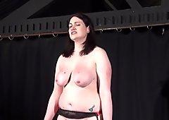 In carne lesbica schiavo alyss frustata fino alle lacrime e senza pietà