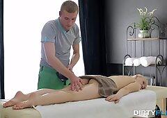 Sporco flix - massaggio con olio con orgasmo profondo