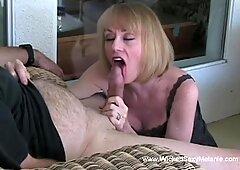 Melanie vuole una spruzzata di sperma sulla bocca