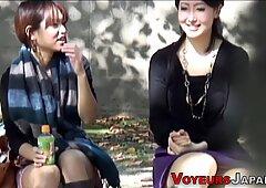 Asiatici guardati in pubblico