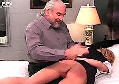 Pervertito sputa culo nudo di cameriera sexy