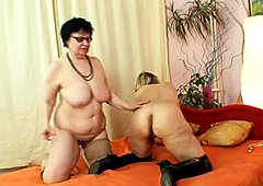 Mature lesbian whore Filipa and one more lady masturbating