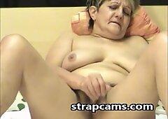 Nonna con Pelosa figa si è piazzata sulla webcam