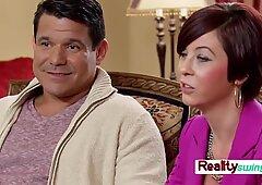 Nina e Andres fanno il check-in alla swing house per uno scambio completo