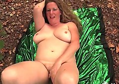 BBW Jade Cumming In The Wild