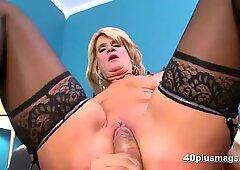 Bionda milf scopata in lingerie sexy