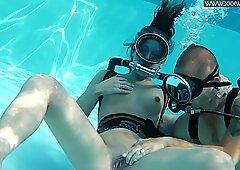 Pompino caldo a bordo piscina