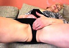 Amatoriale Old Nonna vuole Cazzo in ogni buca